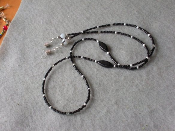 Beaded Eyelgass Leash, mostly black (some white)