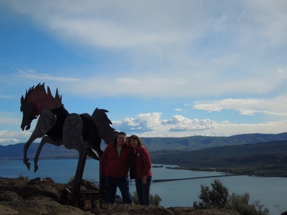 K2 at the horse sculptures