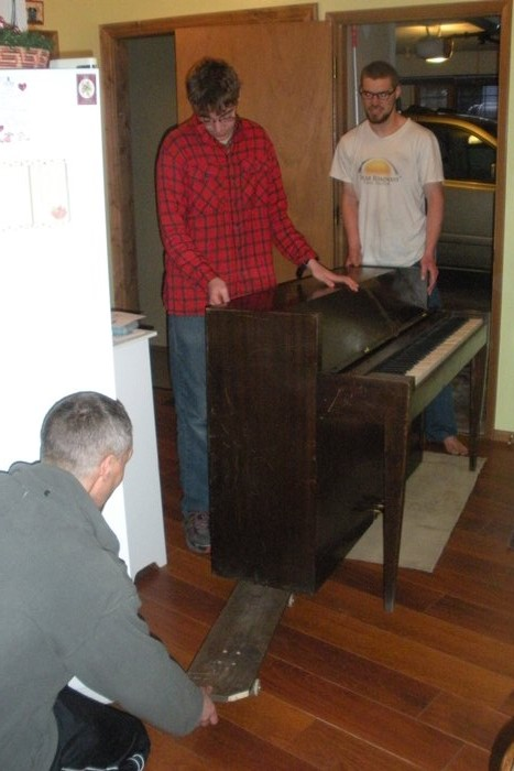 DSCN2370  Moving piano with skateboard, websized