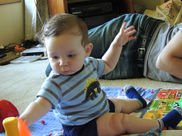 Look at those thighs and that amazing core strength! Babies are awesome.