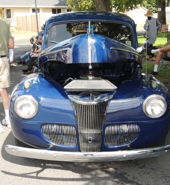 DSCN9851 Old blue Ford, resized