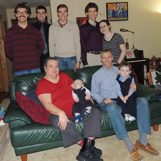 dscn7456 (2) websized family pic christmas 2018